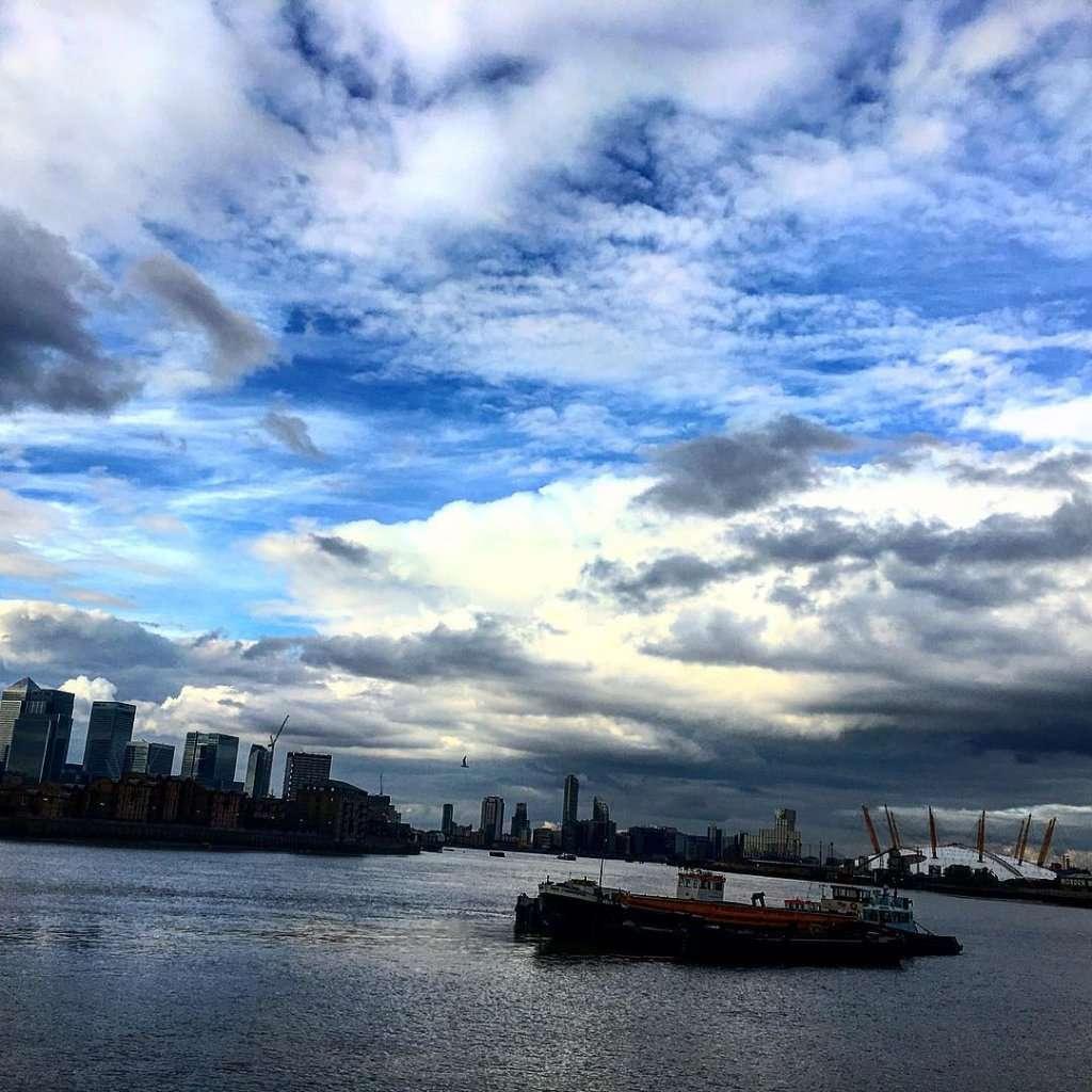 Amazing View!! isleofdogs o2arena thames london sky